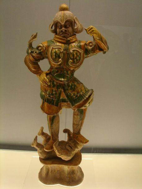 В фонде музея выставлено огромное количество разнообразных скульптур и множество изображений Будды, которые относятся к эпохам Хань и Тан